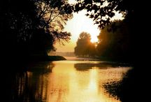 One Moment At Sunrise / Love story on the Canal du Midi in Southern France