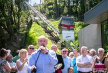 Kolejka na Kamienną Górę / Kolejka na Kamienną Górę pokonuje dystans 96 metrów i wysokość 40 metrów, w 2 minuty. Kolejka jest zarówno atrakcją turystyczną, jak i dobrym rozwiązaniem dla osób poruszających się na wózku, matek z dziećmi, a także osób starszych, dla których pokonywanie schodów Kamiennej Góry, jest nie lada wyzwaniem. Oprócz kolejki, do oddano również do użytku, zupełnie nowy, zielony Plac Grunwaldzki. Nowe życie otrzymała również muszla koncertowa.