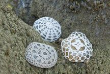 Knitting and Croch on stones and other things..