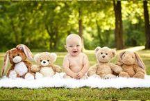 Ensaio infantil com urso no jardim