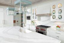 I'm Dreaming of a White Kitchen / Beautiful white quartz worktops