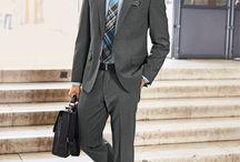 Business by Walbusch / Vom Schreibtisch ins Meeting und dann zum Geschäftsessen – gut, wenn das Büro-Outfit alles bequem mitmacht und auch nach einem langen Tag noch tadellos aussieht. So wie unsere Business-Mode. Die aktuellen Highlights haben wir für Sie auf dieser Pinnwand zusammengestellt.