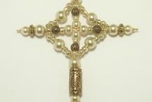 Croix de perles