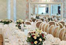 Restauracja Ogrodowa / Bardzo elegancka, urządzona z wielkim pietyzmem i smakiem sala. Doskonała na organizację przyjęć okolicznościowych i bankietów.