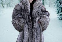 fur coat (máshol nem láthatók) / woman in fur