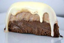 Chocolade recepten / Heerlijke recepten met chocolade! Voor het zelf maken van chocolade op ambachtelijke wijze (en bijv. zonder suiker) of gewoon met kant-en-klare chocolade. Wat je ook gebruikt of wilt maken, je vindt het op dit board. Als chocoladefan ben je hier dus aan het goede adres! Geniet ervan.