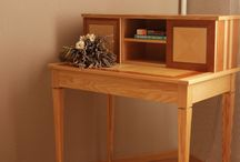 Bureau en bois massif marqueté / Idée de décoration pour une maison style shabby chic.