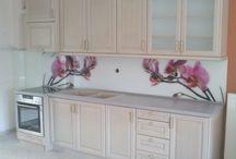 ΚΟΥΖΙΝΕΣ / Στο ΕΠΙΠΛΟ ΧΑΤΖΗΑΝΤΩΝΙΟΥ κατασκευάζουμε κουζίνες με  ενισχυμένη κατασκευή,  σωστή επιλογή των υλικών,  άριστη εφαρμογή και  σημασία στις λεπτομέρειες, αυτές είναι οι προϋποθέσεις για μια σωστή κουζίνα.