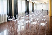 """Sala Congressi """"Conca"""" / Il centro congressi Da Vinci gode di un'ubicazione ideale per lo svolgimento di qualsiasi tipo di evento  Ideale per convegni ad elevata densità numerica, può ospitare Congressi , Seminari, Meeting, Sfilate di moda, Showcase di automobili, presentazioni di prodotti, serate di Gala, Matrimoni, banchetti, premiazioni, conferenze stampa, esposizioni e celebrazioni di ogni genere.  Sala Congressi """"CONCA"""": 41 mq; 7,70x5,50x3,40; Luce naturale"""