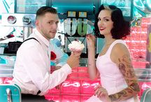 """Shooting """"Rockabilly"""" - Wedding Academy / www.weddingacademy.fr Le thème choisit 'Rockabilly' fait référence aux années fifties aux Etats-Unis, les Pin-Up et l'arrivée du Rock'n'roll.  Ensuite, le reste est un savant mélange de clins d'oeil aux 'années 50' et 'Rockabilly' comme le Milk-shake, les Cup cake, les Vinyles, les bouteilles Coca-Cola, le Pop Corn, le scooter Rétro, les bretelles pour lui, la robe courte aux genou pour elle …"""