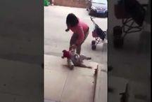 Vicdansız Kadın Çocuğunu Acımasızca Tekmeliyor