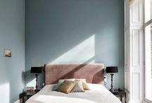 Beige interiors / Flukso offre una tra le gamme più ampie di tessuti e rivestimenti d'arredo. In questo spazio potrete perdervi nelle mille sfumature del marrone e del grigio, sinonimi di eleganza e sobrietà.