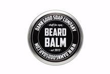 Damn Good Soap Company / Damn Good Soap Company to mała rodzinna firma usytuowana w Utrecht, w Holandii. Wszystkie jej produkty są wytwarzane ręcznie, z pasją i najwyższą dbałością o szczegóły. Dlatego Damn Good Soap używa w swoich mydłach wyłącznie naturalnych składników. Dzięki wytwarzaniu niewielkich partii mydła Damn Good Soap ma absolutną pewność, że każdy z ich produktów jest pełnowartościowy i wykonany tak dobrze, jak to tylko możliwe.