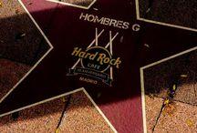 La estrella de Hombres G en el Paseo de la música en Madrid. / El Hard Rock Café en Madrid, celebra su veinte aniversario inaugurando el «Paseo de la música»  en el conocido barrio madrileño de  Salamanca, con una gran iniciativa,   otorgando estrellas al estilo «Walk of music» a los grandes músicos del pop /rock español, entre ellos Hombres G.