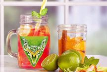 Eccentric Summer Essential / This Summer greet your guests in the quirkiest way by serving them drinks in these eccentric Handpainted Mason. Our artists have created various designs for these Mason jars to add a tang to your beverages!