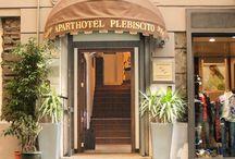 Location / Nel salotto buono di Napoli, nel cuore della zona pedonale e comoda da raggiungere con ogni mezzo...
