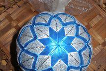 falešný patchwork Vánoce / originální dekorace na polystyrenovém základě za použití stuh a látek více na: https://www.facebook.com/falesnypatchwork