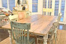asztal a konyhában