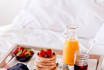 Breakfast in bed / Beautiful images of having breakfast in bed