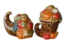 Thanksgiving / A selection of Thanksgiving table utensils and linens, seasonal home deocr