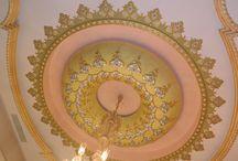"""Bristol Alçı & Dekorasyon / mekâna ustaca dokunuş"""" Mekânların aynası olan tavanlarınıza motif motif aşkı, desen desen sevgiyi nakşediyoruz. Alçının beyazına, altının sarısını katıyoruz.  Biliyoruz ki saraylar size, siz saraylara layıksınız.                                                                                                             ÜRÜNLERİMİZ * Altın Varak ve Kalem İşleri * Dekorlu Alçı İşleri * Kartonpiyer 0532460203"""