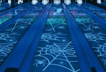 QubicaAMF Halloween Bowling / The best way to make a Bowling Center the spookiest place to celebrate a Halloween Party is to use QubicaAMF Gllow in the dark Lanes and #HalloPin environment. Can't believe it? Come in and take a look.
