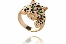 Leopard love jewellery / by Wendy Ricketts