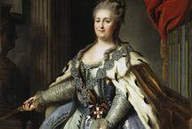 La « Grande Catherine », impératrice et autocrate de toutes les Russies. / née Sophie Frédérique Augusta d'Anhalt-Zerbst (en russe : София Фредерика Августа Цербст-Ангальтская) le 2 mai 1729 à Stettin en Poméranie et morte le 17 novembre 1796 à Saint-Pétersbourg.