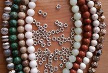 bijoux magnétique aux pierres