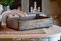 Crate Crafts / Genius ideas and different ways to decorate with crates.