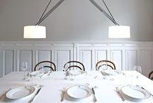 Esszimmer Lampen und Leuchten / Sei es zum alltäglichen Abendbrot oder feierlichem Festessen mit der ganzen Familie: Auf dem Esstisch spielt das Licht eine ganz entscheidende Rolle. Schließlich setzt es die Mahlzeit erst so richtig in Szene und schafft dazu im besten Fall auch noch die richtige, also eine gemütliche Atmosphäre.