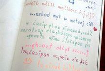"""""""Pisz od tyłu"""" / Tablica skupiająca wszystkie nadesłane prace zawierające stronę """"Pisz od tyłu"""" :) swoje kreacje ślijcie na maila: kontakt@zniszcztendziennik.pl"""