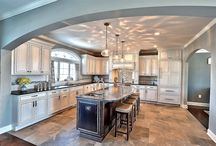 Maple - Gray Glaze on White / Sable - Lincoln Raised / Jean Spector – Crevelli Construction  Specie Kitchen: Maple Color: Kitchen -  Gray Glaze on White             Island - Sable Overlay: FOLC Doors: Lincoln Raised Drawer: 5pc Flat