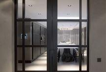 Grijze, zwarte ramen, deuren en kozijnen / Inspiratie voor het schilderen van ramen, deuren en kozijnen in een donkere kleur. Voor advies en uitvoering www.margrietvaneijk.nl 06 246 346 29