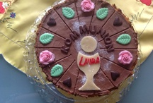 Torten / 200 g Schokolade, (Vollmilch) 200 g Schokolade, (Zartbitter) 1 Pck. Gelatinepulver 600 ml Sahne 1  Tortenboden, (dreiteiliger Wiener Boden), dunkel