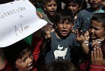 Διαμαρτυρία 300 προσφύγων σε παράδρομο της εθνικής οδού στη Μαλακάσα