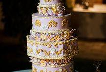 Wedding cake di ispirazione francese / Lungo il lago di Massaciuccoli (LU), in una dimora in stile liberty, illuminata dal barlume delle candele, una torta di chiara ispirazione francese per una splendida sposa