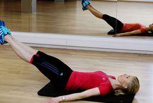 Trening / Utførelse: Utfør programmet en øvelse av gangen, med 60 sekunder pause mellom hver runde.  Stabiliseringsøvelsene gjøres tre runder av 20-60 sekund statisk hold per øvelse, per side der øvelsene trener en side om gangen.  Øvelsen med bevegelse gjøres tre runder av 6-12 repetisjoner, per side der du trener en side av gangen.