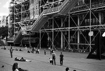 Vamos a la piazza / La piazza, partie prenante de l'histoire du Centre Pompidou ! / Discover the square playing a big part in the Centre Pompidou's life.