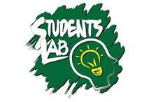 Chi siamo / Students Lab rappresenta un contenitore di attività laboratoriali per studenti che, mediante metodologie didattiche attive, si declina in tre programmi formativi: .biz (laboratorio d'impresa); .com (laboratorio di comunicazione); .tech (laboratorio di innovazione tecnologica). Per info: www.studentslab.it