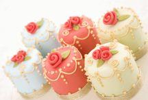 + Food + Mini cakes + Cupcake / by Peggy Wu