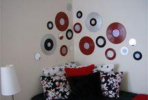 cds e dvs parede decorada