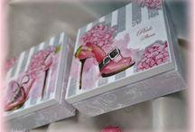 caixas com sapatos