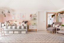 Quartos infantis /  Um dos momentos mais divertidos na hora de repaginar a casa é pensar na decoração do quarto dos bebês. Selecionamos alguns tapetes para deixar o ambiente ainda mais aconchegante.