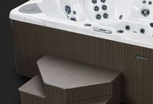 Beachcomber's 700 Series Hot Tubs / With fully customizable jet options, exclusive features and imaginative accessories, the 700 HYBIRD3 SERIES is all you need for the perfect spa oasis.