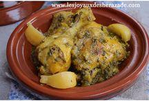 TAJINE / Le tajine (prononcer tadjine en Algérie) est l'une des plus grandes spécialités du Maghreb avec le couscous . il désigne généralement des plats préparés dans un ustensile très ancien, berbère, mais pas seulement.  On peut nommer tajine les ragouts cuits à l'étouffée. Donc c'est un plat traditionnel très ancien, qu'on va trouver en Algérie, au Maroc et en Tunisie.