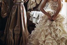 Moda / Aquí comparto toda mi pasión y gusto por el mundo de la moda, cada una de las prendas que podemos utilizar en nuestro día a día para sentirnos y vernos hermosas y radiantes. No es llevar lo que esta de moda, sino lo que nos gusta y nos hace sentir cómodas y elegantes