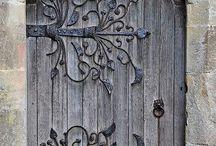 ロマネスク様式 ドア