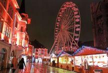 5 choses à ne pas rater au marché de Noël de Mulhouse / 6,5 km d'étoffes, 2 km de guirlandes, 50 sapins… Le marché de Noël de Mulhouse Etofféeries fera rêver petits et grands. Plus d'un million de visiteurs sont attendus pour le troisième plus grand marché de Noël d'Alsace qui met à l'honneur l'étoffe. Chaque année, un nouveau tissu de Noël unique, habille la ville. Pas moins de 90 chalets sont répartis autour du temple Saint-Etienne, sur la place de la Réunion mais également place des Cordiers et des Victoires.