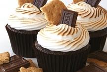 Cupcakes / Les cupcakes sont des petits gâteaux américains, généralement glacés et recouverts par de la chantilly.